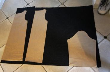 Une fois les patrons faits, je me prépare à découper mes pièces de tissu.