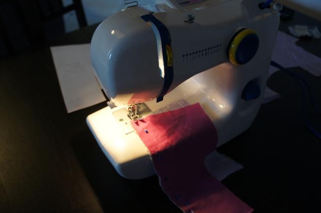 Premières coutures à la machine