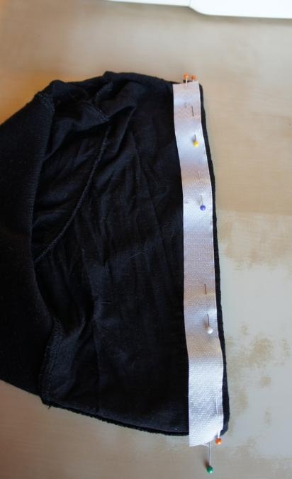 Une fois le dos rétréci, j'installe un scratch pour la fermeture.