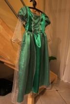 La robe d'Ariel est terminée. Reste plus qu'à l'envoyer à sa petite propriétaire.