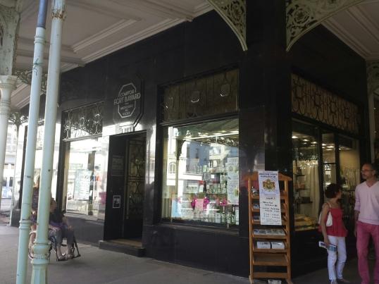 Boutique souvenirs près du parc de Vichy.